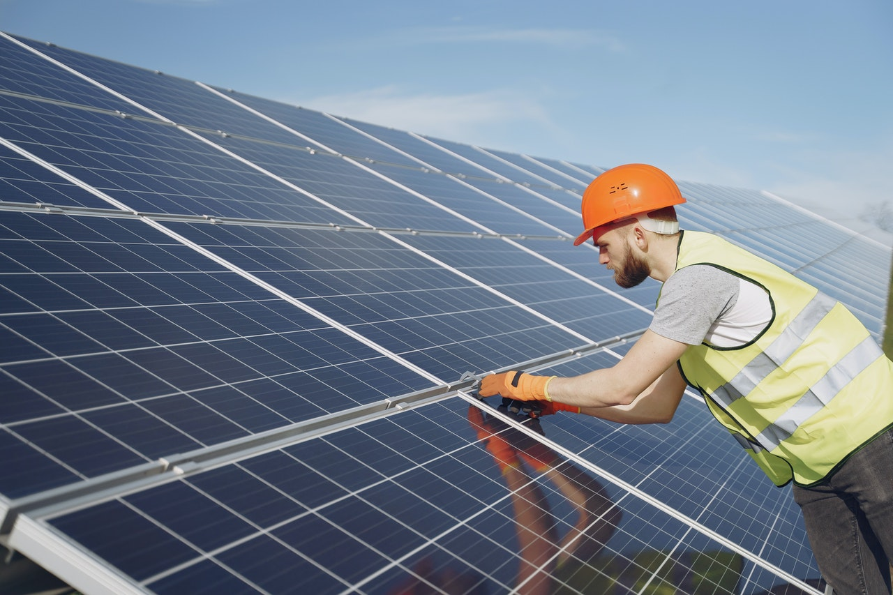 Solar Panels on a Flat Roof- What You Need To Know