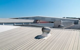 Aluminum-Reflective-Roof-Coatings-or-Acrylic-on-Your-Commercial-Roof